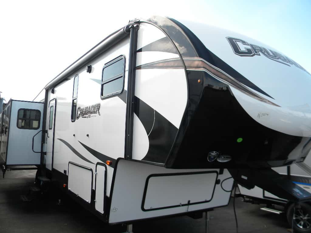 NEW 2018 FOREST RIVER 34 MB CRUSADER LITE
