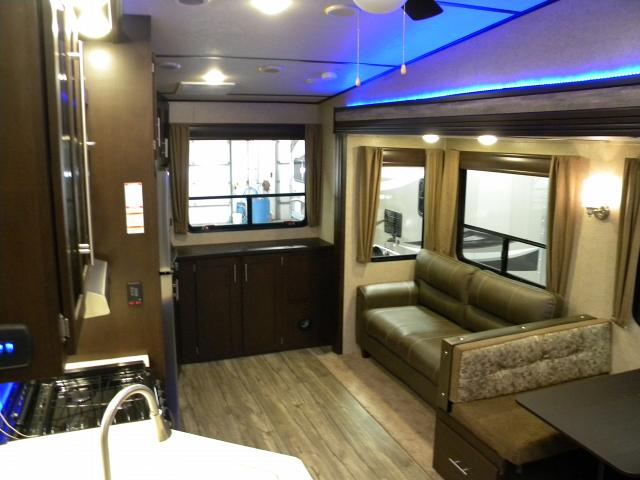 2017 FOREST RIVER CHEROKEE ARTIC WOLF 255 DRL
